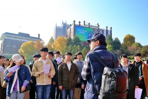 출발 준비를 하는 광주대 문창과 학생들 사진 =광주대 제공