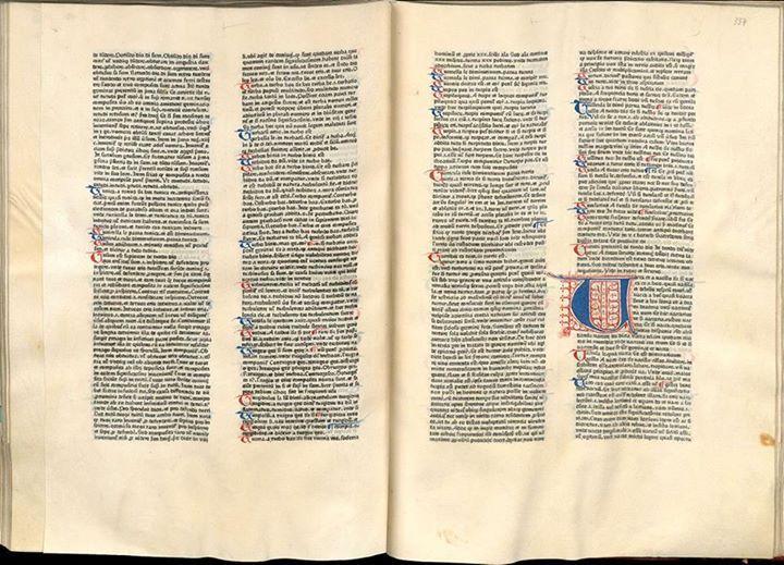중세 수도원에서 만들던 필사본 책의 아름다움과 레이아웃, 모양새를 손상하지 않게 구현하려고 했던 구텐베르크의 『42행 성서(42-line Bible)』의 본문.